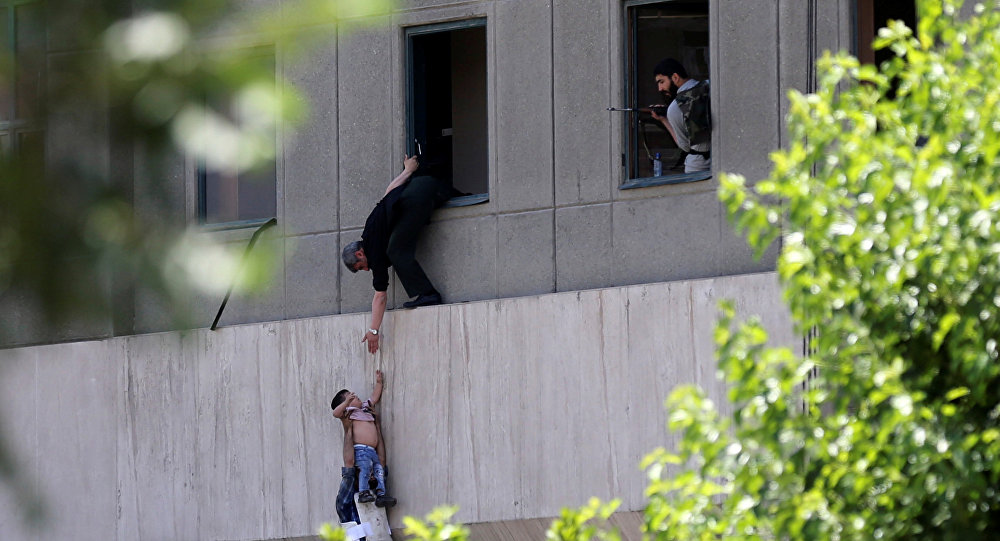 Напавший намавзолей Хомейни вТегеране отравился цианидом