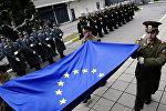 Болгарские офицеры с флагом ЕС, фото из архива