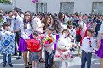 Празднование последнего звонка в одной из бакинских школ