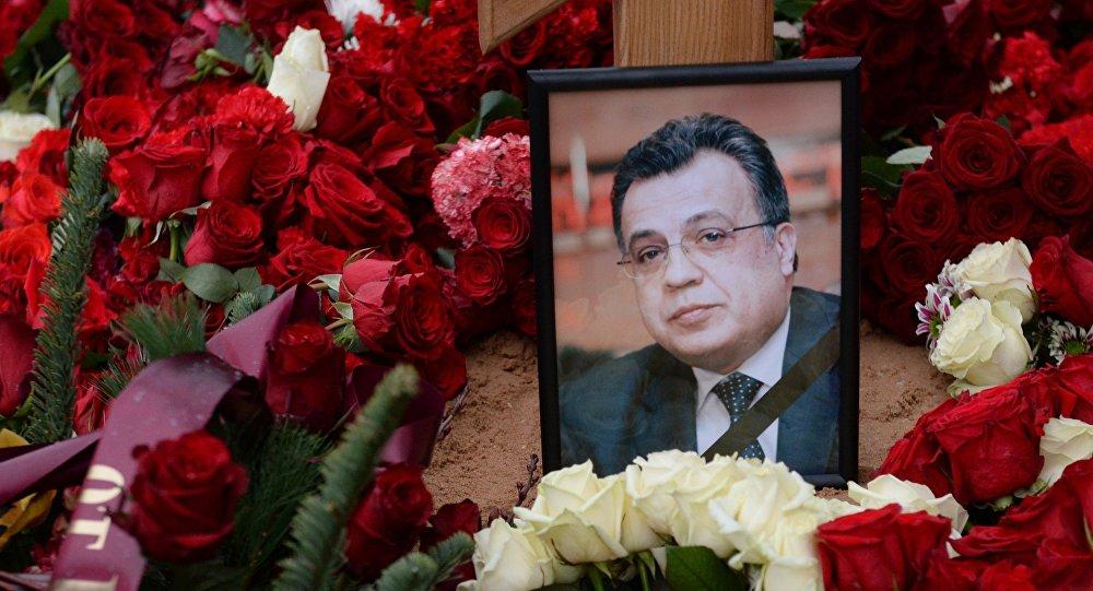 Фотография на могиле посла России в Турции Андрея Карлова на Химкинском кладбище в Москве, фото из архива
