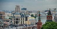 Вид на Константино-Еленинскую башню и Москворецкую башню (справа налево) в Москве
