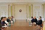 İlham Əliyev Avropa İttifaqı komissarının başçılıq etdiyi nümayəndə heyətini qəbul edib