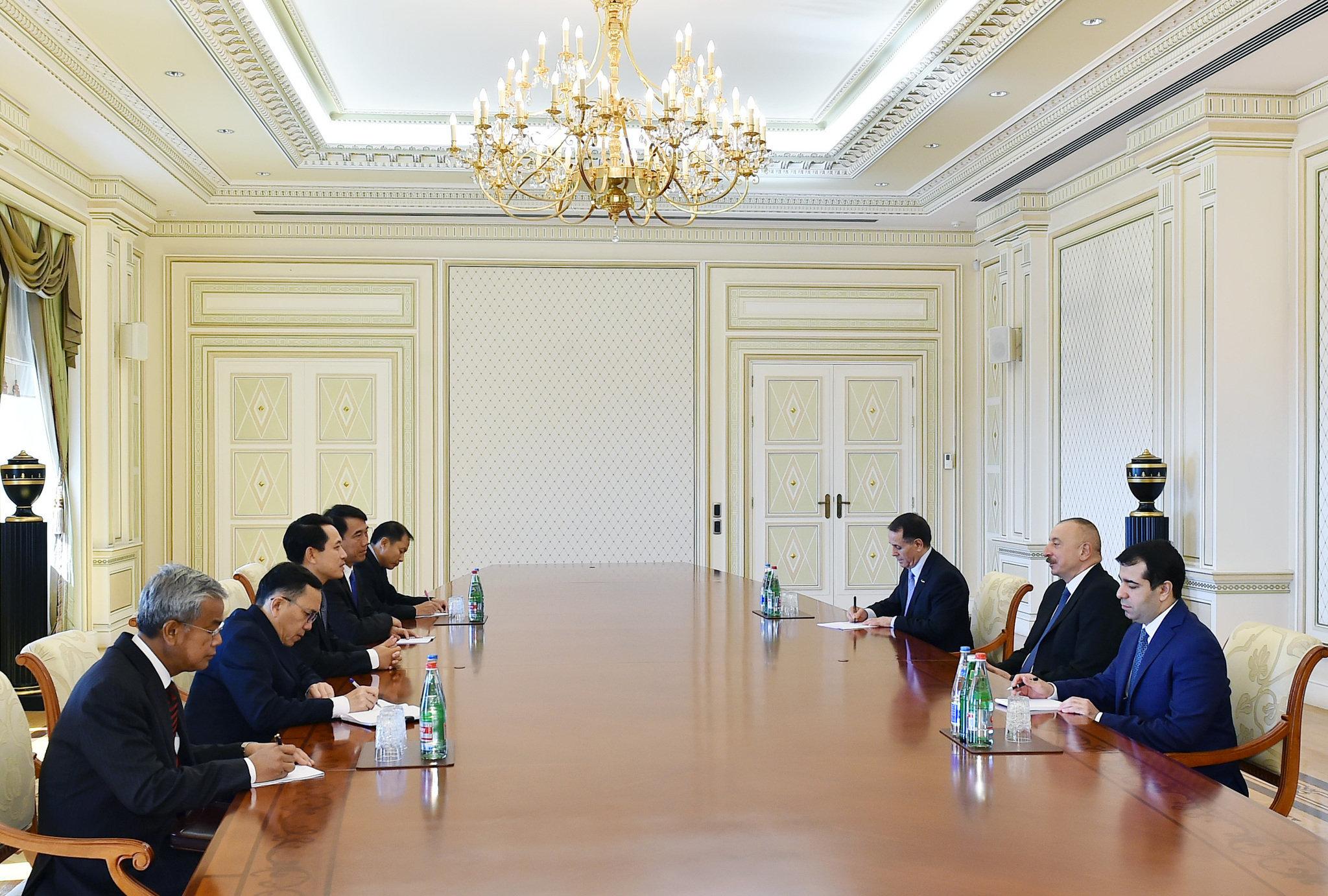 Ильхам Алиев принял делегацию во главе с министром иностранных дел Лаоса
