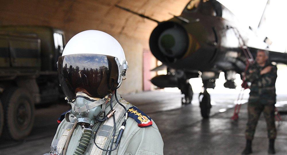 Пилот сирийских военно-воздушных сил на аэродроме Шайрат, фото из архива