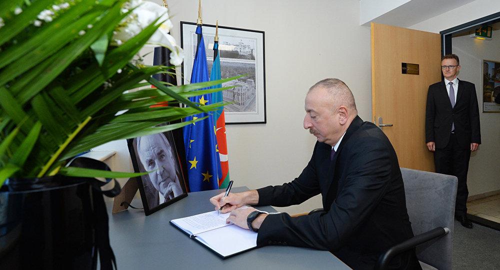 Президент Азербайджана выразил соболезнования в связи с кончиной Гельмута Коля