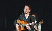 Известный азербайджанский исполнитель Эмиль Кадыров