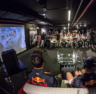 Пресс-конференция с участием автогонщиков команды Red Bull Даниэлем Риккардо и Максом Ферстаппен