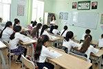 Урок в одной из азербайджанских школ, фото из архива