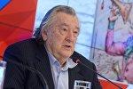 Российский писатель Александр Проханов, фото из архива