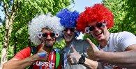 Российские болельщики у стадиона Санкт-Петербург Арена
