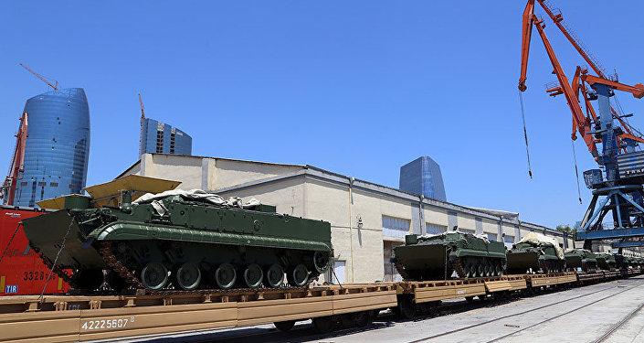 Rusiyadan alınan hərbi texnika Bakı limanına gətirilib