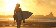 Девушка на пляже, фото из архива