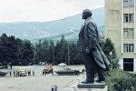 Xankəndinin mərkəzi meydanında hərbi texnika, 1 iyun 1989-cu il