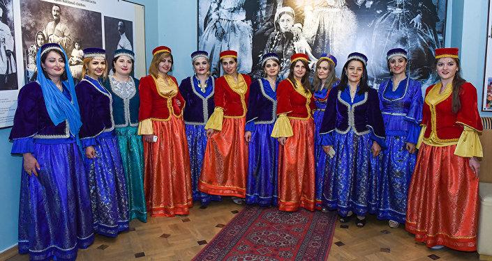 Презентация выставки Национальная одежда Азербайджана как она есть в Национальном музее истории Азербайджана Национальной академии наук