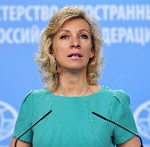 Официальный представитель министерства иностранных дел России Мария Захарова во время брифинга в Москве, 5 июля 2017 года
