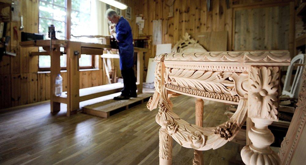 Производство мебели, фото из архива