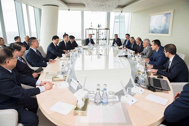 Встреча главы SOCAR Ровнага Абдуллаева с президентом Национальной нефтяной компании Китая Вангом Юлином