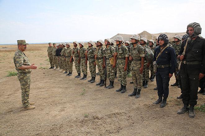 Министр обороны Азербайджана генерал-полковник Закир Гасанов на передней линии обороны