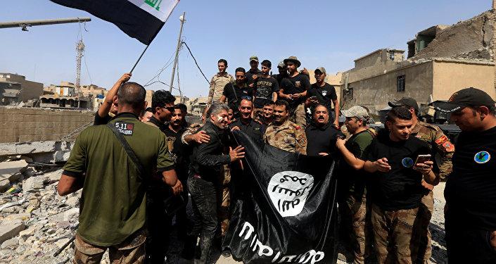 Бойцы Контртеррористической службы Ирака в Старом городе в Мосуле, 9 июля 2017 года