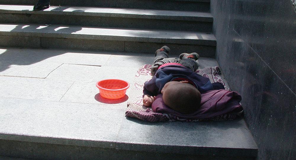 Бездомный ребенок, фото из архива