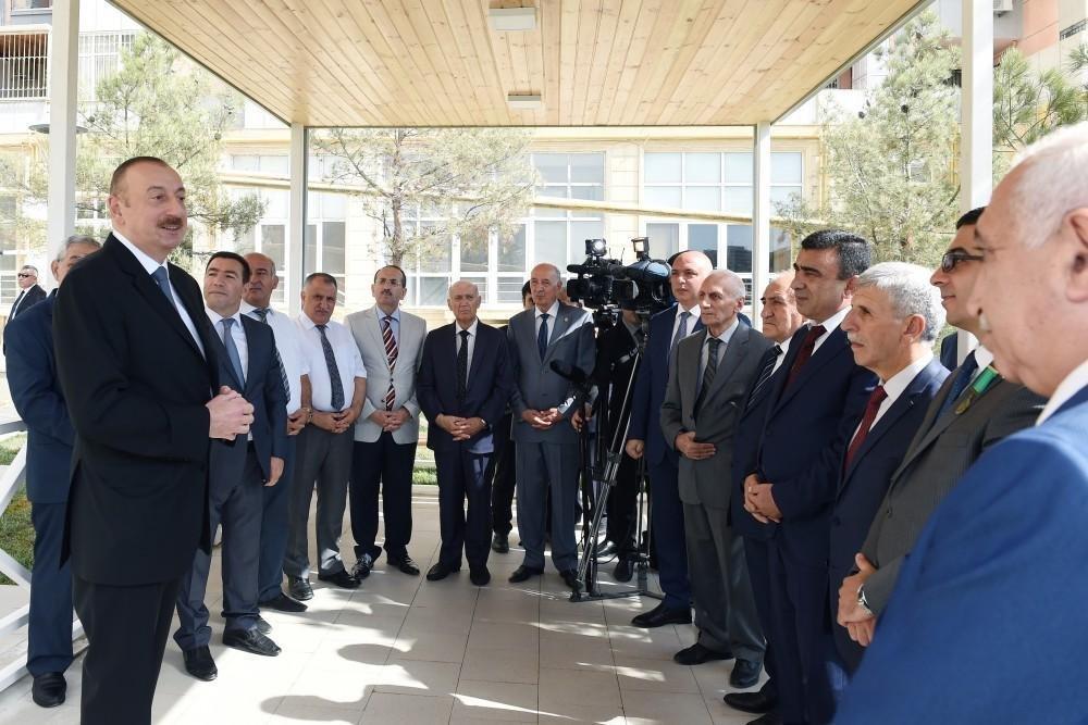 Президент Ильхам Алиев ознакомился с условиями, созданными в новом парке в Баку