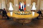 Президент России Владимир Путин, президент Азербайджана Ильхам Алиев и президент Армении Серж Саргсян во время встречи в Санкт-Петербурге, 20 июня 2016 года