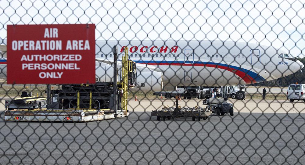 Российский самолет в Вашингтонском аэропорту имени Даллеса, 31 декабря 2016 года