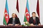 Ильхам Алиев и Раймондс Вейонис во время заявления для печати президентов Латвии и Азербайджана, Рига, 17 июля 2017 года
