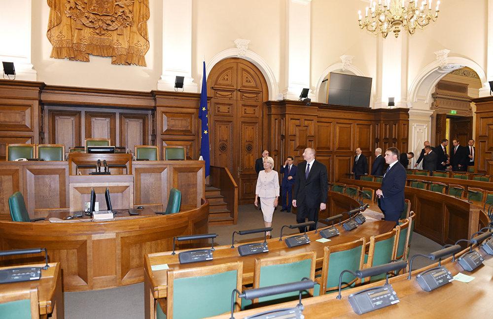 Президент Ильхам Алиев в зале заседаний Сейма Латвии