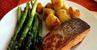 Жареная рыба с картошкой, фото из архива