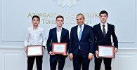 Школьники, успешно выступившие на 49-й Международной олимпиаде по химии, на встрече с министром образования Азербайджана Микаилом Джаббаровым