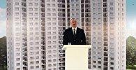 Президент Ильхам Алиев на церемонии выдачи ключей от квартир в новопостроенном здании Дома журналистов