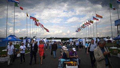 Посетители на Международном авиационно-космическом салоне МАКС-2017 в Жуковском