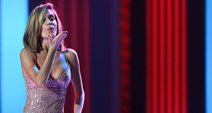 Вызывающее «голое» одеяние эстрадной певицы Валерии накрасной дорожке встолице Азербайджана возмутило Сеть