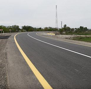 Автомобильная дорога в Азербайджане, архивное фото