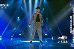 55-летний Ван Шицзинь из Китая танцует как Майкл Джексон!