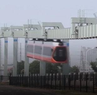 Тестовая эксплуатация железнодорожной ветки для самого быстрого в Китае подвесного поезда