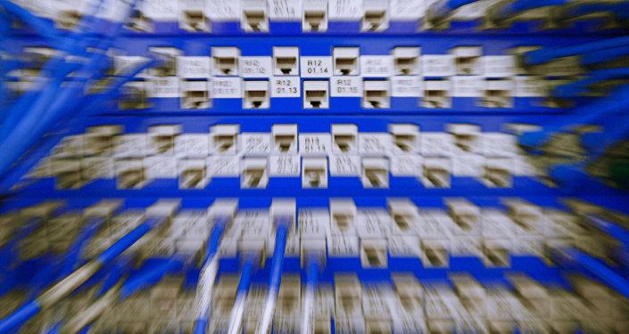 Сетевое оборудование в серверной, фото из архива