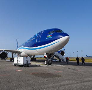 Самолет Airbus A340-500 азербайджанских авиалиний