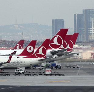 Самолеты авиакомпании Turkish Airlines в Стамбульском аэропорту имени Ататюрка
