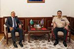 Министр обороны встретился с послом Пакистана в Азербайджане