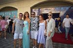Известные российские звезды приняли участие в состоявшемся в Сinemaplus закрытом показе самой ожидаемой кинокомедии Бабушка легкого поведения