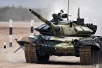 Экипаж танка Т-72 команды Азербайджана на дистанции соревнований по танковому биатлону в рамках Армейских международных играх АрМИ-2017 на полигоне Алабино в Московской области