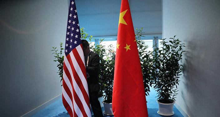 Флаги США и Китая, фото из архива