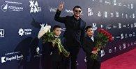 Певец, первый вице-президент группы компаний Crocus Group EMIN (Эмин Агаларов) с детьми на международном музыкальном фестивале ЖАРА в Баку