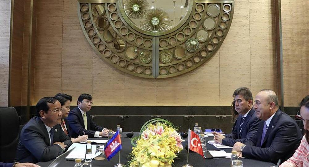Глава МИД Турции провел ряд встреч в Маниле