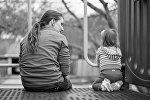 Женщина с маленькой девочкой, фото из архива