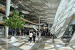 Пассажиры в зале аэропорта Гейдара Алиева в Баку, фото из архива