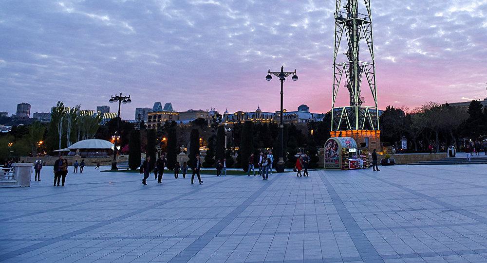 Закат на Приморском парке в Баку