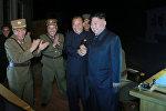 Северокорейский лидер Ким Чен Ын во время второго тестового запуска баллистической ракеты Hwasong-14